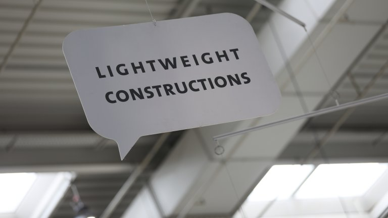 "Schild mit Text ""Lightweight Construction"""