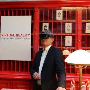 Mann mit Virtual-Reality Brille
